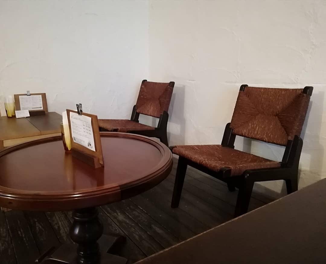 喫茶路地店内‗椅子_松本民芸家具